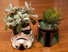 So we were wondering how to get Star Wars in on our wedding..... What a lovely decoration! ;)