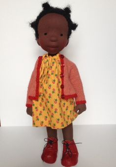 Ali is a one-of-a-kind handcrafted doll. Her head is carefully sculpted from wool (no mould used). The stuffing of the body and limbs is woolen.