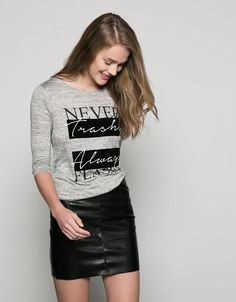 Discover the lastest trends in fashion in Bershka. Buy online shirts, dresses, jeans, shoes and much more. New products every week! Girls Tees, Shirts For Girls, Shirt Print Design, Shirt Designs, Graphic Shirts, Printed Shirts, Chemise Fashion, Sweat Shirt, Buy T Shirts Online
