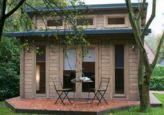 Mit einer oder mehreren Holzlasuren können Sie den Grad der natürlichen Verfärbung Ihres Gartenhauses bestimmen: Modell Nordland-70 mit gräulicher Lasur.