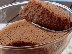 Mousse de Chocolate 3 Ingredientes My Recipes, Portugal, Food, Onions, Cook, Cold Desserts, Tasty Food Recipes, Chocolate Mouse, 3 Ingredients