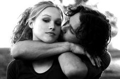 Net Photo: Heath Ledger and Julia Stiles in 10 Things I Hate About You Image ID: . Pic of Julia Stiles and Heath Ledger - Latest Julia Stiles and Heath Ledger Image. I Smile, Make Me Smile, Movies Showing, Movies And Tv Shows, Film Musical, Bon Film, I Love Cinema, Film Serie, Great Movies