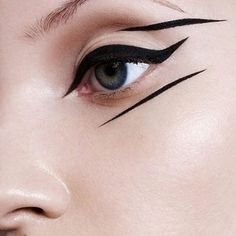 Love this graphic winged eyeliner look