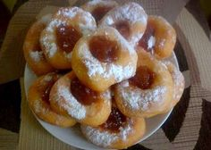 Šišky bez ktorých fašiangy nie sú fašiangy. Sweet Desserts, Dessert Recipes, Slovak Recipes, Doughnut, Food And Drink, Favorite Recipes, Sweets, Baking, Pastries