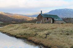 Cabin for rent, Njardarheim, Norway. https://www.inatur.no/hytte/50fd21eee4b01d4315176666/taumevassletta-i-sirdal Foto: Guro Sødergren by Statskog SF, via Flickr