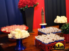 Foram servidos salgados e doces para os formandos e os convidados da festa