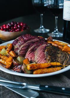 Cranberry Balsamic Crusted Chateaubriand--made this for Christmas dinner. It was delicious and SUPER easy! Entree Recipes, Paleo Recipes, Gourmet Recipes, Great Recipes, Dinner Recipes, Cooking Recipes, Favorite Recipes, Yummy Recipes, Recipies