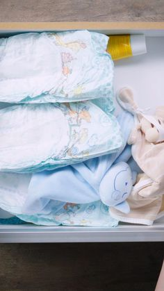 Passar perrengue com o lookinho do dia? Spend time with the look of the day? Baby Nursery Closet, Baby Bedroom, Baby Room Decor, Baby Drawer Organization, Baby Nursery Organization, Life Organization, Baby Life Hacks, Toddler Gifts, Baby Care