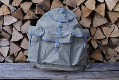 So fresh, so clean, so never been used! new-old-stock, an UNUSED lighter-style Swiss Military or Army backpack or rucksack, made from canvas and dark grey leather. Swiss Army Bag, Swiss Army Backpack, Army Rucksack, Men's Backpack, Vintage Backpacks, Olive Green Color, Hiking Gear, Grey Leather, Dark Grey