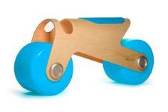 Tra i primi giochi più utilizzati dai bimbi, i cavalcabili sono degli oggetti multifunzionali adatti allo sviluppo dell'equilibrio e come arredo decorativo.