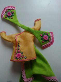 Shree Krishna Wallpapers, Radha Krishna Wallpaper, Krishna Art, Flower Embroidery Designs, Beaded Embroidery, Flower Designs, Janmashtami Decoration, Laddu Gopal Dresses, Bal Gopal