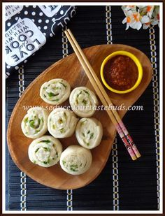 Tingmos / Ting Momos -Soft and fluffy Tibetan Steamed Buns served with a delicious spicy sauce will surely make your taste buds dance! Beef Appetizers, Best Appetizer Recipes, Lunch Recipes, Dinner Recipes, Healthy Recipes, Bread Recipes, Dinner Ideas, Traditional Bread Recipe, Momos Recipe