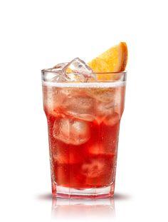 Campari collins. Preparación: - 1 ½ partes Campari - ½ parte Grand Marnier - 1 parte Zumo de limón endulzado (1 parte de azúcar, 1 parte de agua, 1 parte de zumo de limón) - 1 parte Soda. Remover todos los ingredientes sin hielo, servir en vaso de zumo con hielo. Añadir soda y decorar con una rodaja de naranja. #micoctelcampari