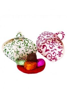 Get your friends delighted with Homemade Chocolates Paper Combo Box Pack Of 14 Pcs.. #homemadechocolates #friendshipdaygifts #comboofhomemadechocolates #chocolategiftboxes #premiumhomemadechocolates #friendshipdaygifts  Shop here- https://trendybharat.com/trendy-pitara/yummy-box/homemade-chocolates-paper-combo-box-pack-of-14-pcs-homemade-9