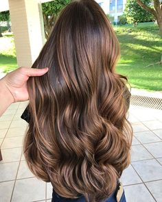 21 Stunning Examples of Caramel Balayage Highlights for 2019 - Style My Hairs Brown Hair Balayage, Hair Highlights, Ombre Hair, Stylish Short Hair, Short Hair Wigs, Luxury Hair, Light Brown Hair, Silky Hair, Hair Looks