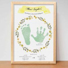 ver.黄色のリースデザインのみ 手形ポスター(2枚+1枚の計3枚 送料無料) ベビーポスター メモリアルポスター 命名ポスター Baby Event, Baby Posters, Footprint Art, Happy Photos, Handprint Art, Baby Memories, Wedding With Kids, Baby Nursery Decor, Baby Art