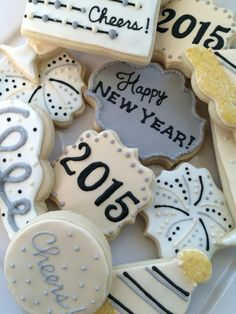 New Year's cookies Fancy Cookies, Xmas Cookies, Birthday Cookies, Cupcakes, Cupcake Cookies, Sugar Cookie Royal Icing, Iced Sugar Cookies, Cakepops, Cookie Designs