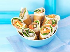 50 recettes de wraps irrésistibles - Food and Drinks Tortilla Pinwheel Appetizers, Tortilla Pinwheels, Tortilla Wraps, Roll Ups Tortilla, Healthy Eating Tips, Healthy Nutrition, Clean Eating Snacks, Homemade Burgers, Delicious Burgers