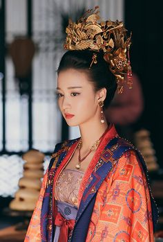 The Art of the Japanese Garden : History / Culture / Design Chinese Clothing Traditional, Traditional Fashion, Traditional Outfits, Ancient Beauty, China Dolls, Oriental Fashion, Chinese Culture, Hanfu, Beautiful Asian Women