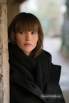 Red Sparrow - Publicity still of Jennifer Lawrence - Jennifer Lawrence - IMDb Jennifer Lawrence Brunette, Jennifer Lawrence Red Sparrow, Red Sparrow Movie, Red Hair, Brown Hair, Jannifer Lawrence, Gold Girl, Long Hair With Bangs, Just Girl Things