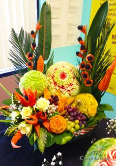 Funeral Floral Arrangements, Edible Arrangements, Watermelon Fruit, Amazing Food Art, Creative Food Art, Food Sculpture, Fruit And Vegetable Carving, Food Carving, Fruit Carvings