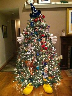 Disney tree, I think I might try this next year!!! So cute and I could use my cricut machine to cut out all the different Disney Characters to put on my tree. Just got to get the hat, gloves and shoes.