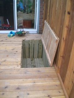 Trap door, for extra storage under the deck or build in a cooler. Trap door, for extra storage under the deck or build in a cooler. Casa Mix, Outdoor Spaces, Outdoor Living, Deck Skirting, Kids Room Organization, Organization Hacks, Trap Door, Casas Containers, Decks And Porches
