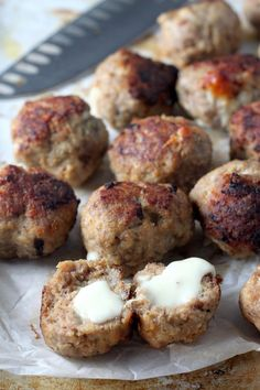 Mozzarella Stuffed Turkey Meatballs With Homemade Marinara ~ These hearty meaty godnesses are stuffed with gooey mozzarella cheese and cooked in homemade marinara sauce, so that they turn out extremely flavoursome and delicious. Turkey Zucchini Meatballs, Baked Turkey, Good Food, Yummy Food, Fun Food, Homemade Marinara, Mozzarella, Stuffed Turkey, Appetisers