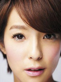 賴雅妍短髮中性美 彩妝美髮-VOGUE時尚網