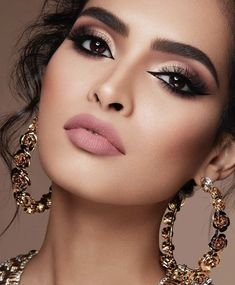 Eyeliner: All the secrets of a perfect stroke - make-up and beauty❤ . Gorgeous Makeup, Love Makeup, Makeup Inspo, Makeup Inspiration, Pretty Makeup, Makeup Ideas, Flawless Makeup, Makeup Tutorials, Bride Makeup