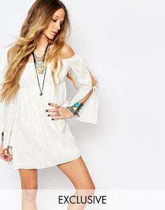 Mega seje Reclaimed Vintage Off Shoulder Lace Dress - White Reclaimed Vintage Skater Kjoler til Damer i behageligt materiale