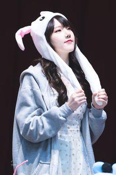 Gfriend Time For The Moon Night Fansign Cr: owner Heizesh Kpop Girl Groups, Korean Girl Groups, Kpop Girls, Gfriend Yuju, Cloud Dancer, Fandom, G Friend, Entertainment, Korean Singer