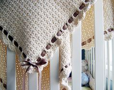 This easy baby blanket crochet pattern works up quickly. It is great for learning how to crochet a blanket for the first time. Baby Afghan Crochet, Manta Crochet, Crochet Blanket Patterns, Baby Afghans, Afghan Patterns, Confection Au Crochet, Easy Baby Blanket, Crochet Gratis, Knitted Baby Blankets