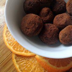 http://mamaoeacucar.com.br/receita/trufa-de-chocolate-e-laranja/  Mamão e Acúcar | Mamão e Açúcar | Trufas de chocolate e laranja sem lactose