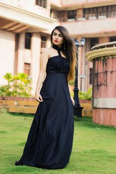 Black evening gowns are perfect for a multitude of occasions for every age group. Black Gowns actually don't need any accessories