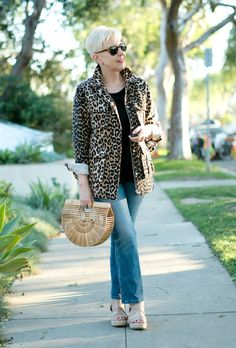 Casual outfit with a leopard print utility jacket, bamboo bag and espadrille sandals. Details at une femme d'un certain age.
