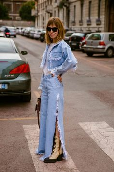 Milan Fashion Week Street Style Fall 2019 Clearly we all need a colorful matching set. Milan Fashion Week Street Style, Milan Fashion Weeks, Autumn Street Style, Cool Street Fashion, Denim Fashion, Star Fashion, Fashion Outfits, Nyc Fashion, Estilo Chola
