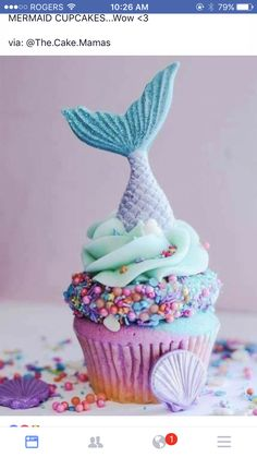 Thinking of serving baby shower cupcakes? Decoration is what makes your cupcakes a hit or miss. Here are 80 adorable baby shower cupcake ideas that your guests will love. Beautiful Cakes, Amazing Cakes, Cupcakes Bonitos, Mermaid Parties, Mermaid Party Food, Mermaid Drink, Mermaid Kids, Mermaid Mermaid, Cute Desserts