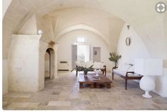 Logement entier à Puglia (Italie). Masseria Angiulli Piccolo is a recently restored vineyard property from century located in the countryside of Grottaglie, Salento, Puglia. Monopoli, Casa Hotel, Location Villa, Italy Holidays, Boutique Homes, Vacation Home Rentals, Pergola, Lounge, House Design