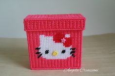 Salvadanaio Hello Kitty fatto a mano in plastic canvas, by Angela Creazioni in Plastic Canvas, 10,00 € su misshobby.com