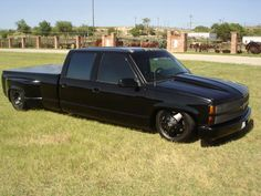 http://www.layitlow.com/forums/15-vehicle-classifieds/291063-1993-chevy-blk-blk-4dr-dually-bags.html