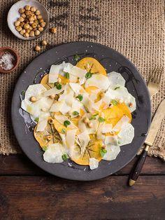 Kohlrabi persimmon hazelnut and mint salad with Parmesan Fresh Salad Recipes, Fruit Recipes, Healthy Eating Recipes, Healthy Salads, Delicious Recipes, Healthy Food, Creamy Hot Chocolate Recipe, Mint Salad, Vegetarian Soup