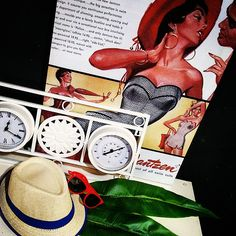 #MandarinaHome #Mandarina #gorro #gafas #rojo #reloj  #termómetro #blanco #forja #cuadro #lienzo #cuadro #vintage #decoración #regalo #complementos #complemento #primavera #primavera2015