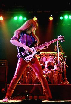 Geddy Lee of Rush onstage Moving Pictures tour 1981 Great Bands, Cool Bands, A Farewell To Kings, Red Leather Pants, Red Pants, Rush Concert, Rush Band, Geddy Lee, Alex Lifeson