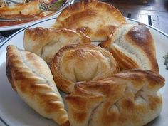 Empanadas: delicious meat pies. Mexican Meals, Mexican Food Recipes, Dinner Recipes, Lebanese Meat Pies, Spanish Food, Empanadas, Buffet, Pizza, Bread