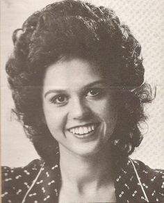 Marie Osmond -curly wig