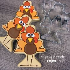Love these turkeys! Fall Decorated Cookies, Fall Cookies, Cute Cookies, Holiday Cookies, Cupcake Cookies, Cupcakes, Frosted Cookies, Decorated Cakes, Cookie Designs