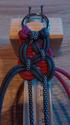 Instructions for paracord braceletsInstructions for the paracord bracelet - KBK bar Swiss Paracord, Paracord Knots, Paracord Bracelets, Knot Bracelets, Paracord Braids, Pandora Bracelets, Bangles, Fake Piercing, Parachute Cord