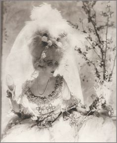 Vanity Fair 1920; Photographer: Baron Adolph de Meyer; Model: Helen Lee Worthing.