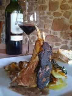 Carré d'agneau en croûte de réglisse et d'olives noires, Mille feuille de…